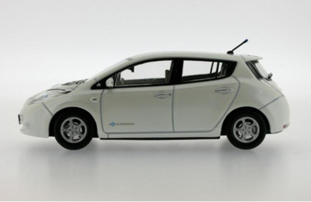 Nissan Leaf White